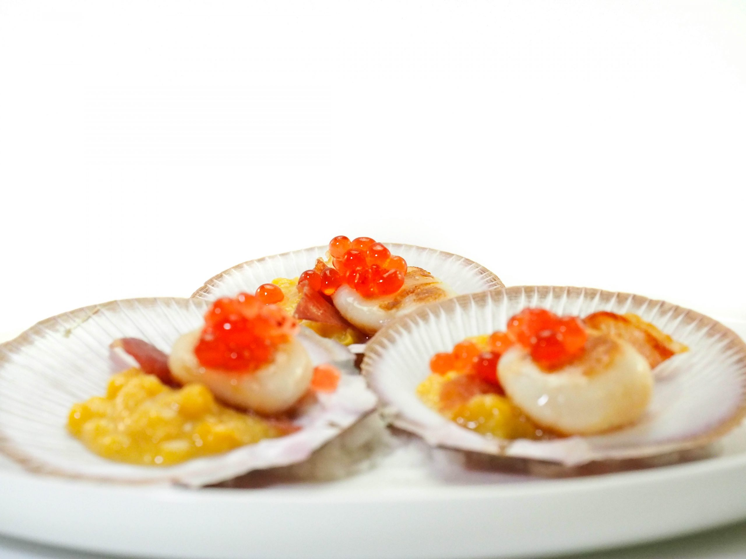 Peninsula Larders Seared scallops, sweet corn, pancetta and Native Bush Tomato Flavour Pearls
