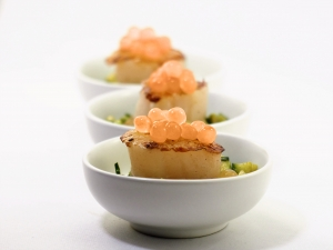 Seared-Scallops-with-Green-Salsa-and-Golden-Ruby-Grapefruit-Flavour-Pearls